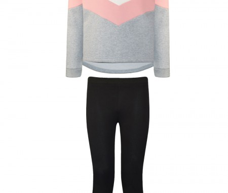 Leggings set with extra panels on the side and a blouse with contrasting colors